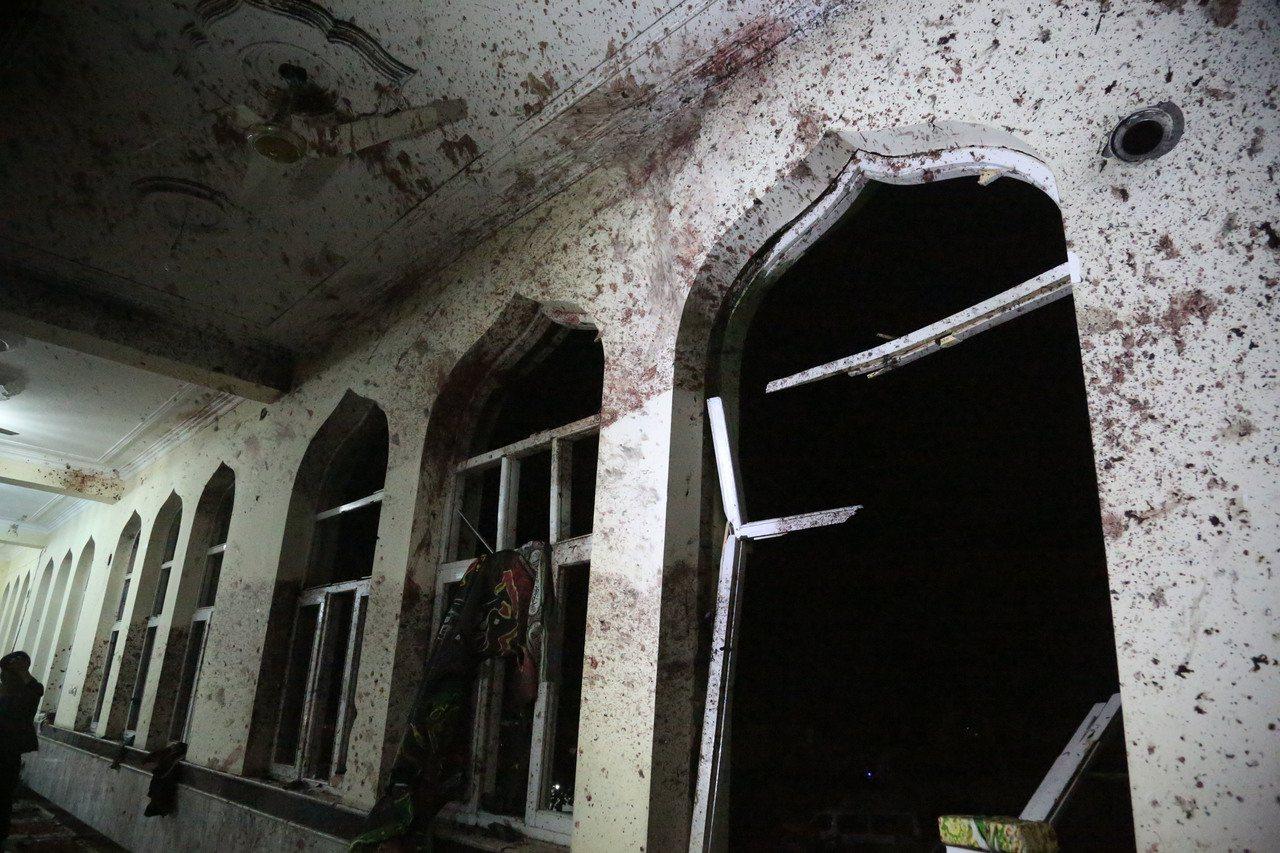 阿富汗西部古爾省和首都喀布爾兩座清真寺20日遭襲,造成至少72人喪生。圖為遭遇襲...