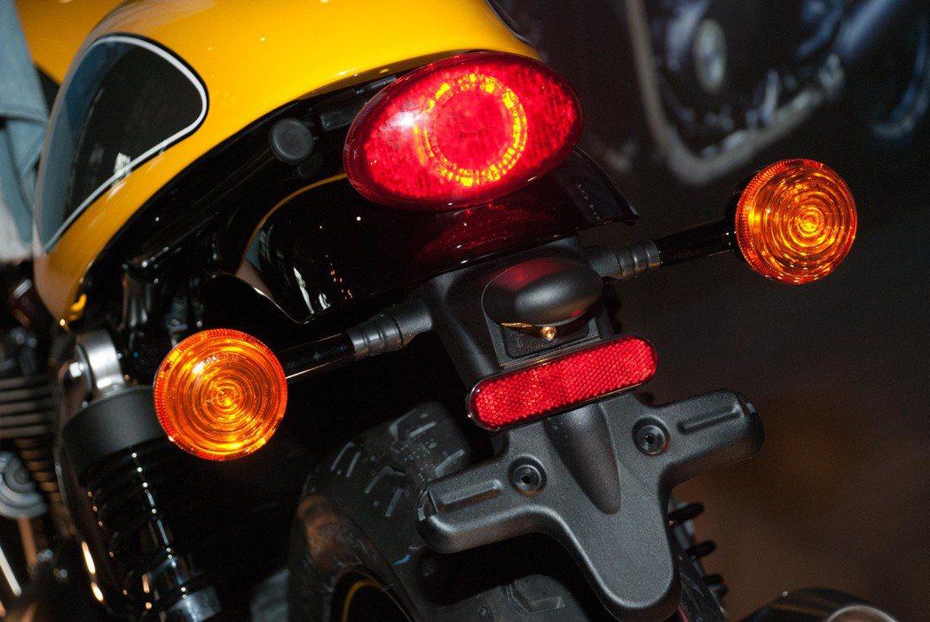 Triumph Street Cup尾燈。記者林昱丞/攝影