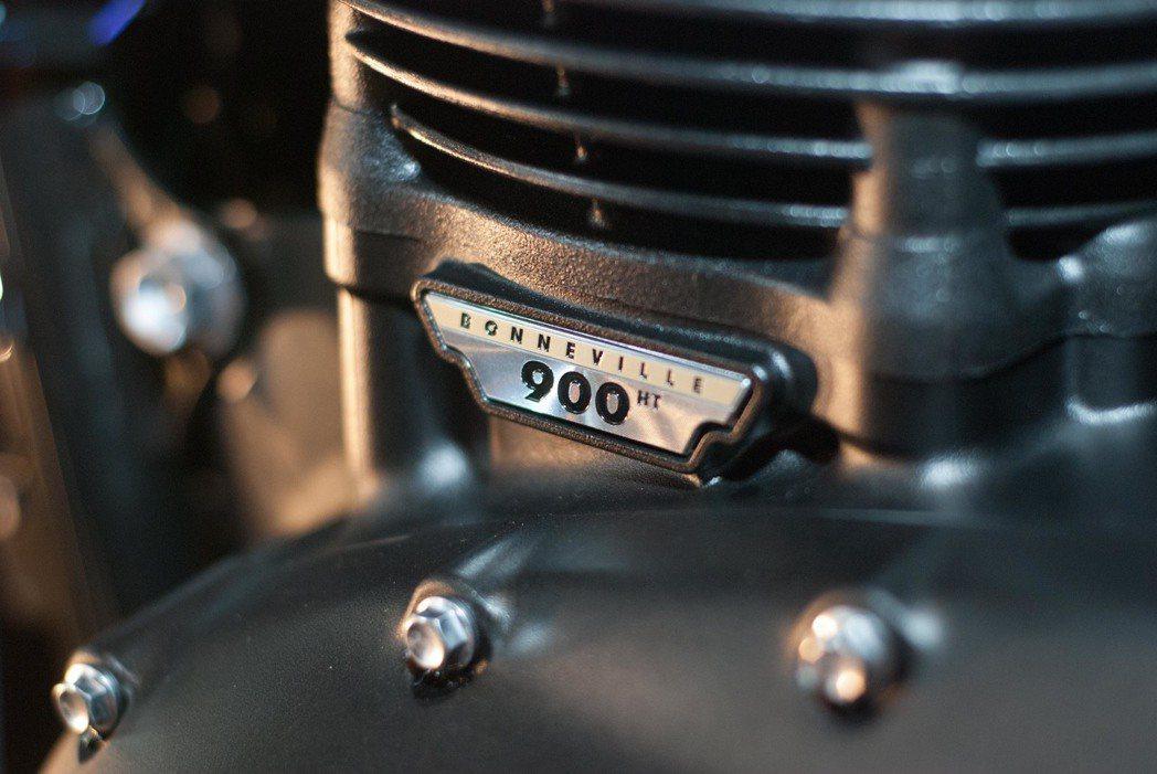 Triumph Street Cup搭載900 c.c.水冷並列雙缸引擎。記者林昱丞/攝影