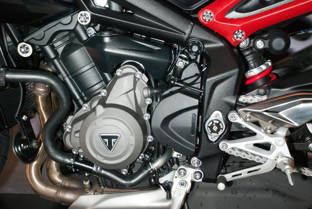 Triumph Street Triple R搭載765c.c.水冷四行直列三缸...