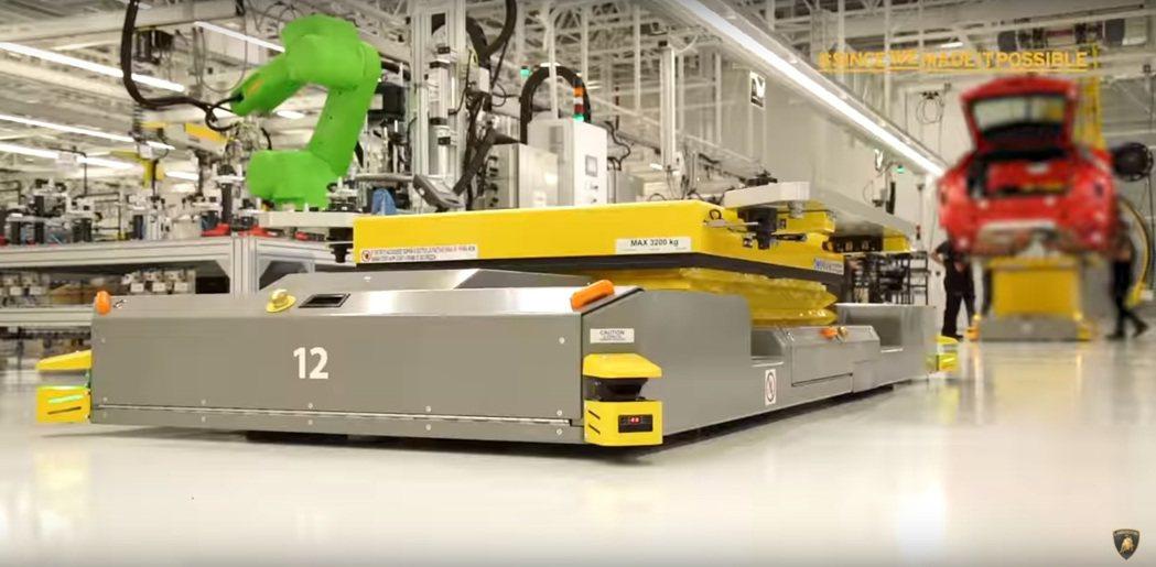Lamborghini的工廠影片,裡頭似乎有些玄機。 摘自Lamborghini...