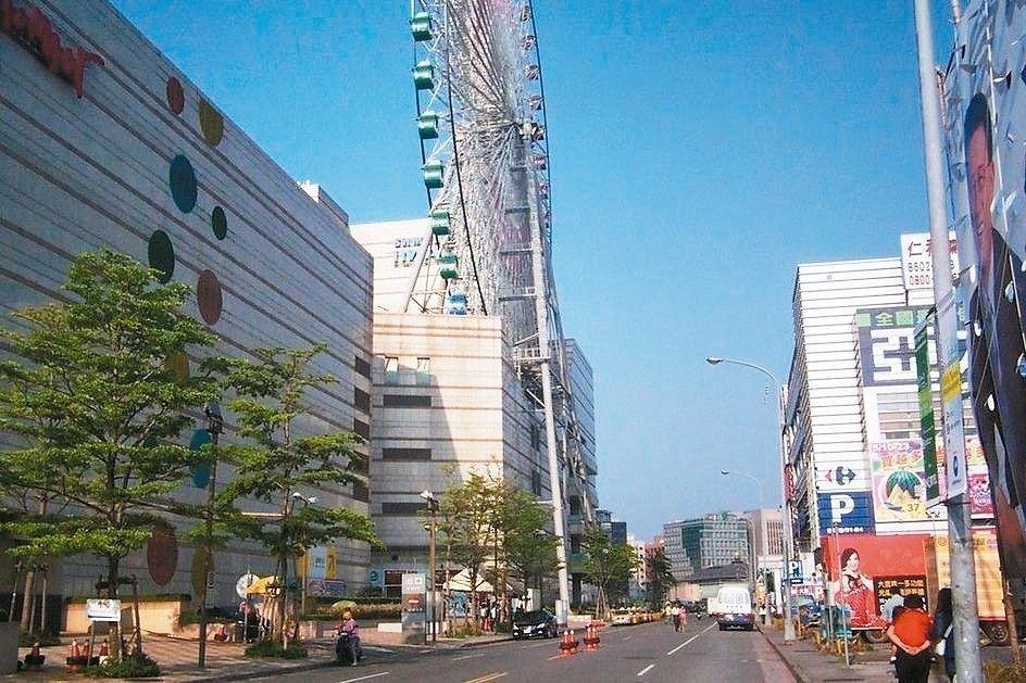 大彎北段屬商業區及娛樂區,有1600多戶違規做為住宅。圖/聯合報系資料照