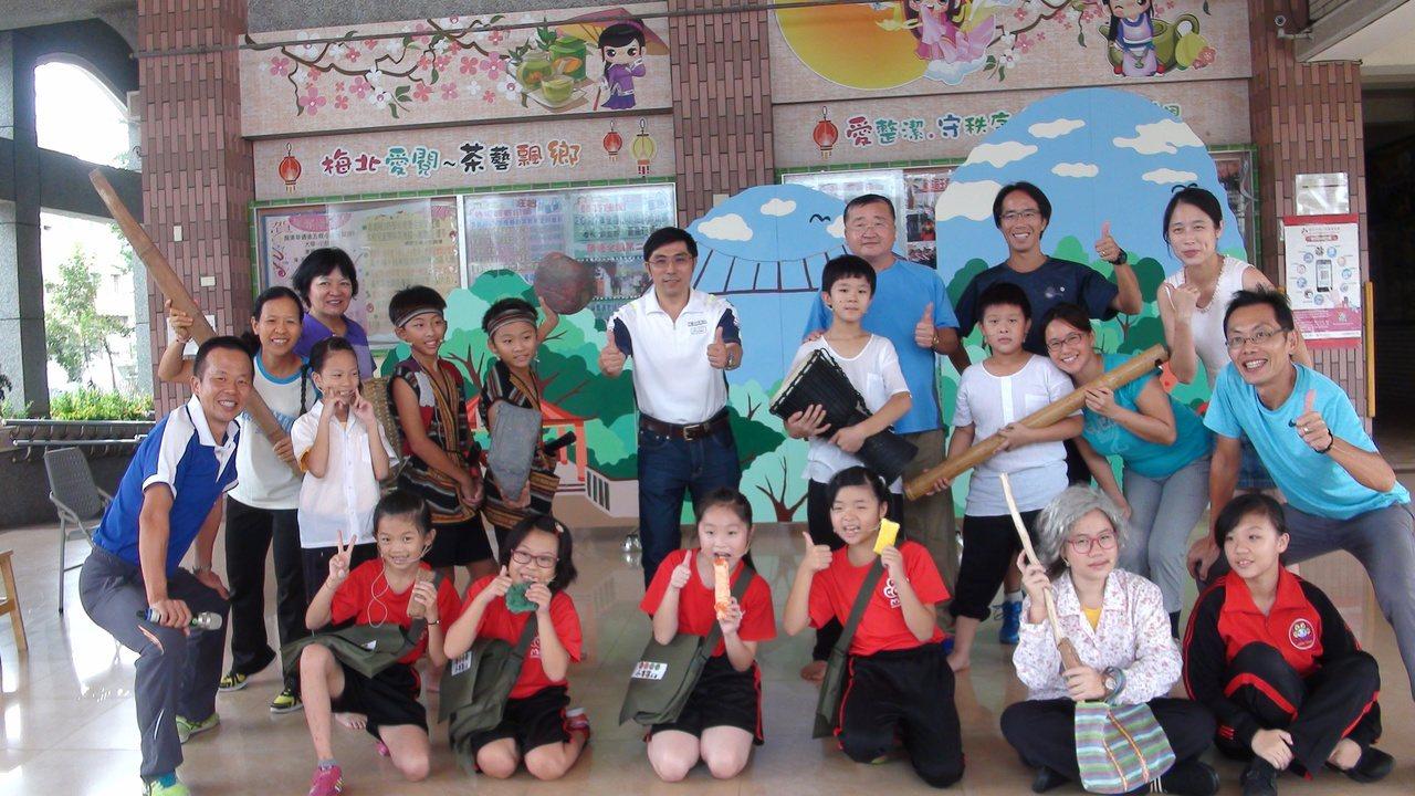 梅北國小是全縣唯一的兒童劇團,克難組成仍在全國比賽獲得優勝。記者謝恩得/攝影