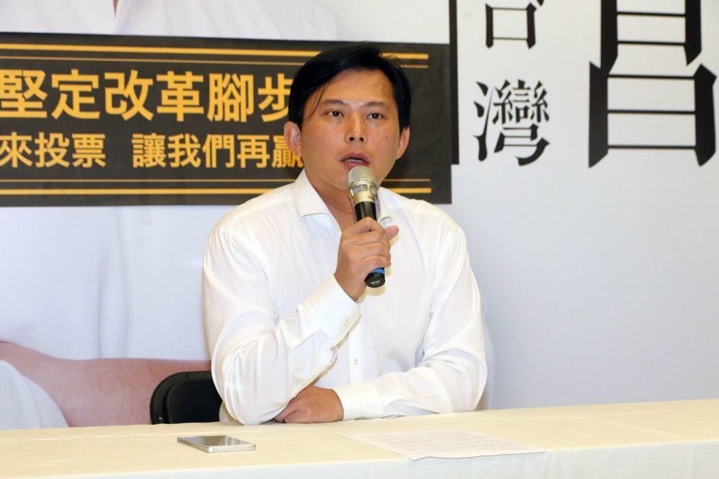時代力量立委黃國昌今早在汐止服務處針對罷免案舉辦記者會。記者王敏旭/攝影