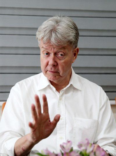 香港大學政治與公共行政學系榮譽教授卜約翰Dr. John Burns。記者曾吉松...