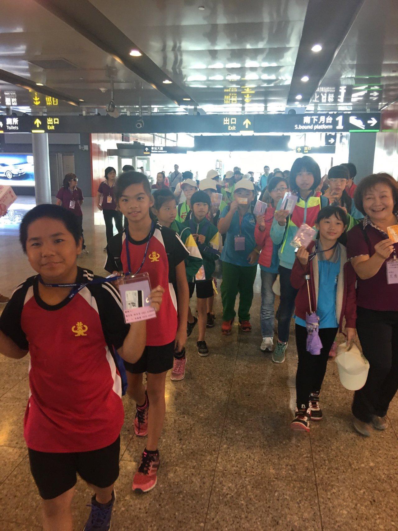 高鐵協助下,雲林小朋友開心圓夢參加台北一日遊。圖/高鐵雲林站提供