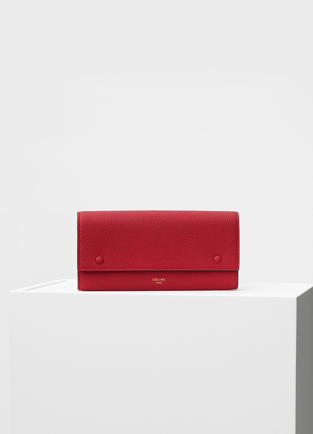Drummed正紅色小牛皮長夾,售價23,000元。圖/CÉLINE提供