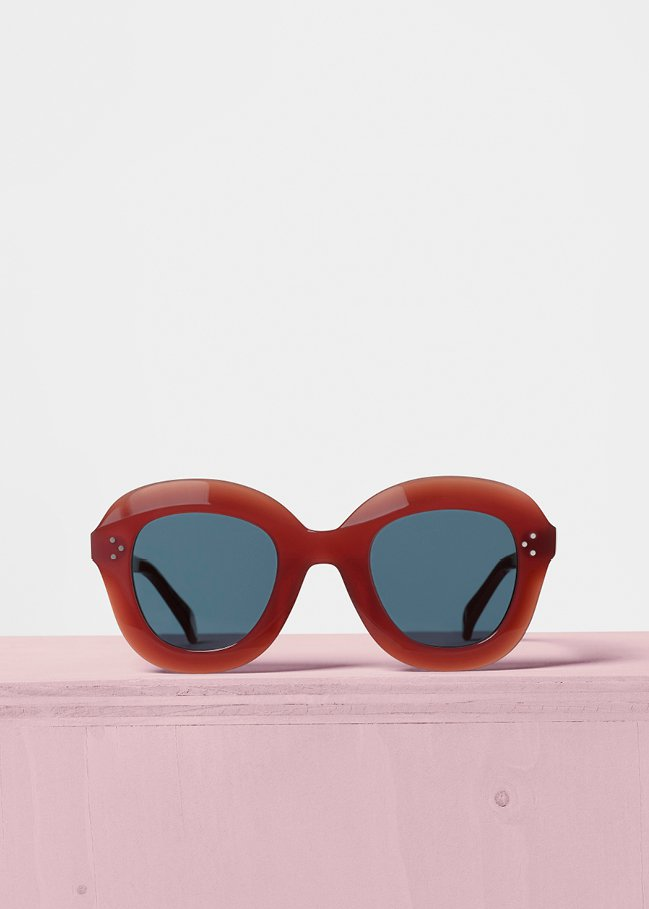 Lola磚紅色膠框太陽眼鏡,售價11,850元。圖/CÉLINE提供