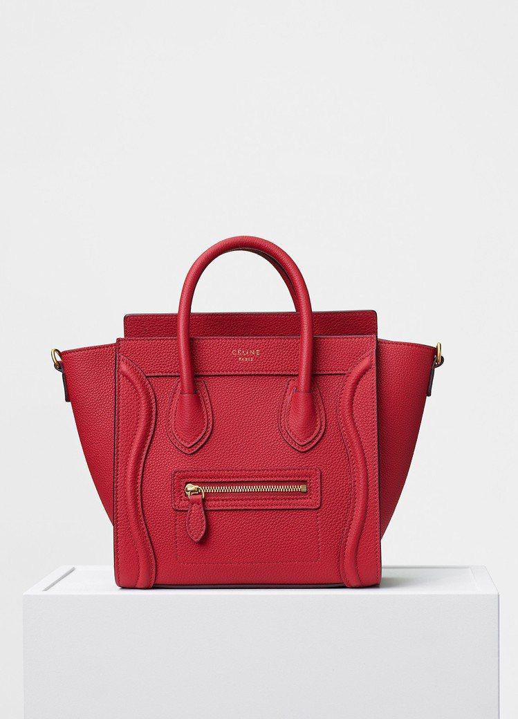 Luggage Nano正紅色小牛皮肩背提包,售價81,000元。圖/CÉLIN...