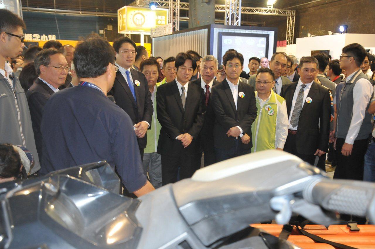 行政院長賴清德今天參觀基隆產業博覽會。記者游明煌/攝影
