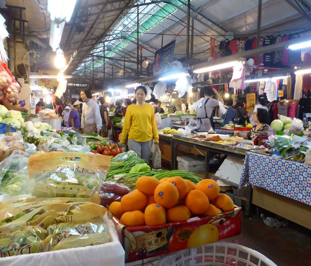 高市經發局改善傳統市場採光、動線等設施,也協助市場行銷,期盼吸引更多民眾到傳統市...