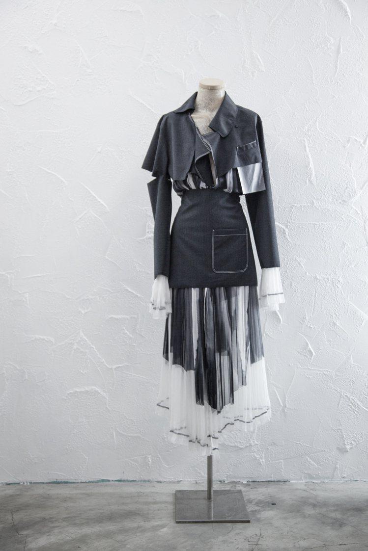 30周年系列的服裝將經典面料重新解構。圖/JAMEI CHEN提供