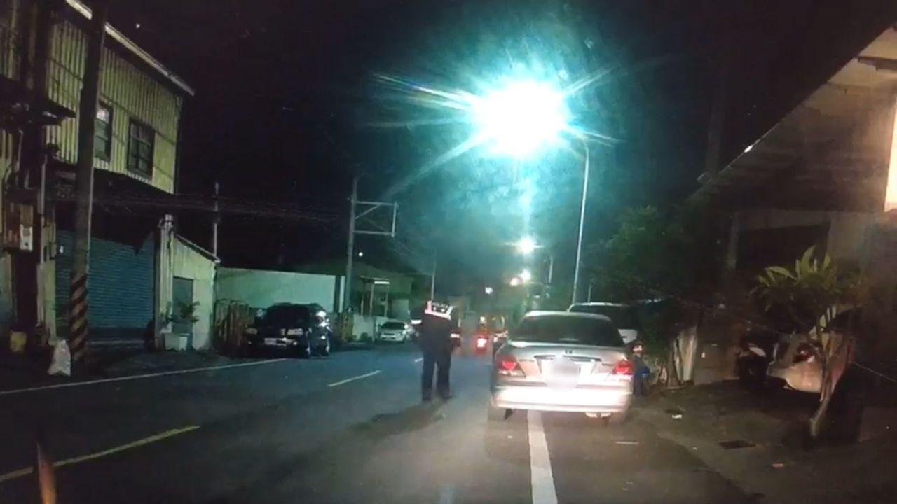 永康警分局獲報有汽機車聚集疑似要鬧事,派員攔查。圖/警方提供