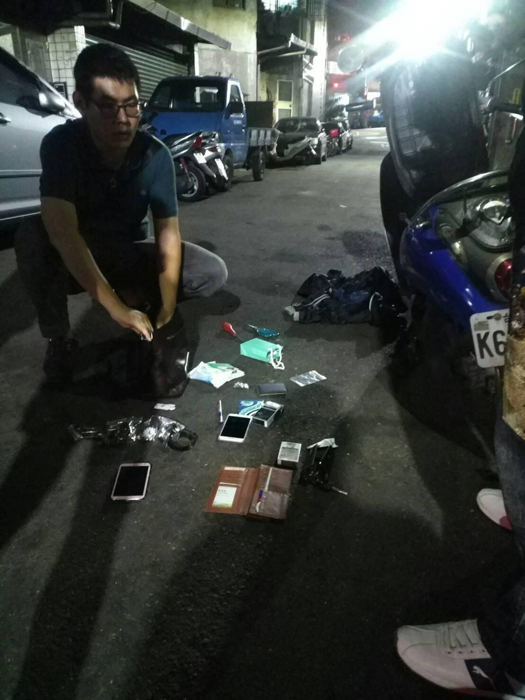 警方表示,郭男到案後坦承行竊,指稱所得現金已被他花用一空,全案依竊盜、毒品罪嫌移...