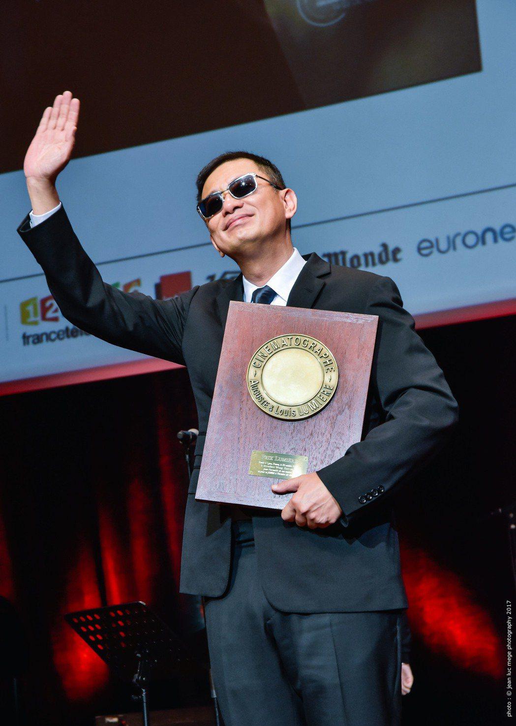 王家衛成為史上第一位獲得「盧米埃獎」的華人導演。圖/澤東提供