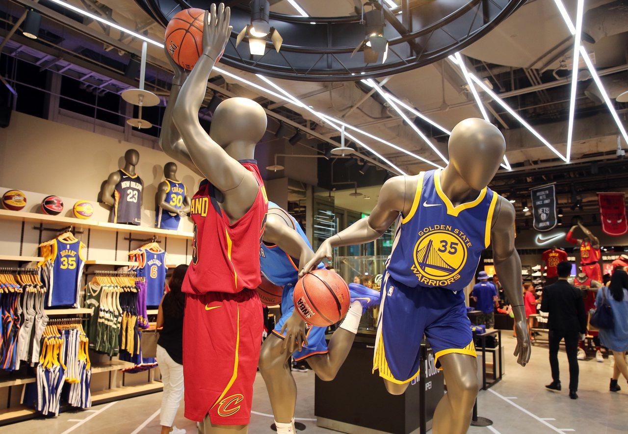 台灣首家NBA Store旗艦店進駐微風松高一樓。記者徐兆玄/攝影