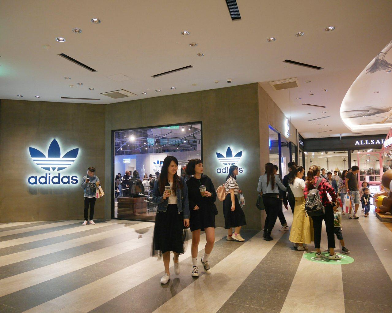 新光三越台北信義新天地A11啟動的一樓革命,給adidas originals一...