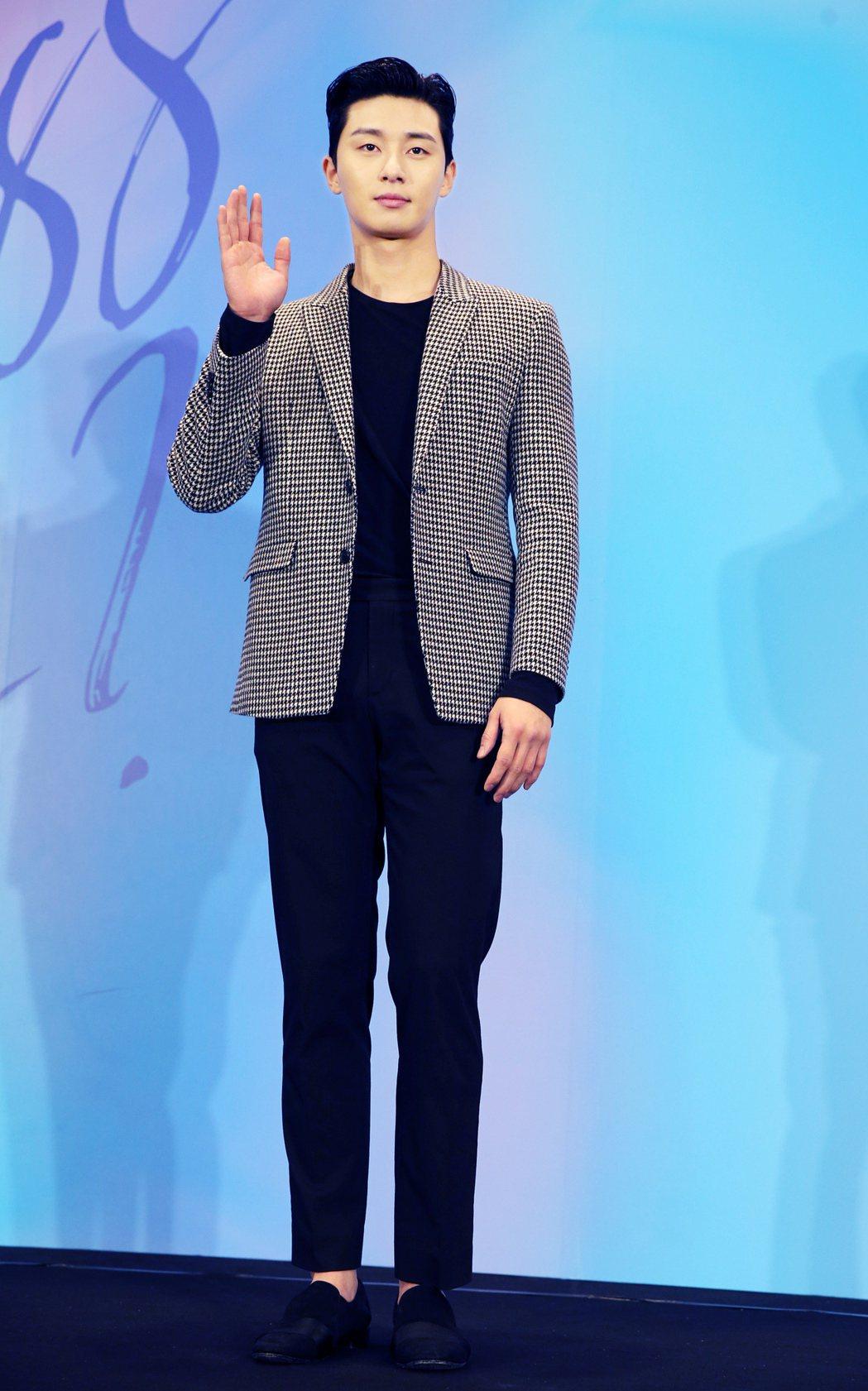 在韓劇《三流之路》飾演癡情男「東萬」的朴敘俊首次訪台,出席記者會與媒體會面。記者