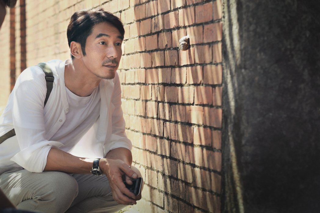 李李仁拍攝微電影「影藏」,難得飾演一個「兒子」角色。圖/和泰汽車提供