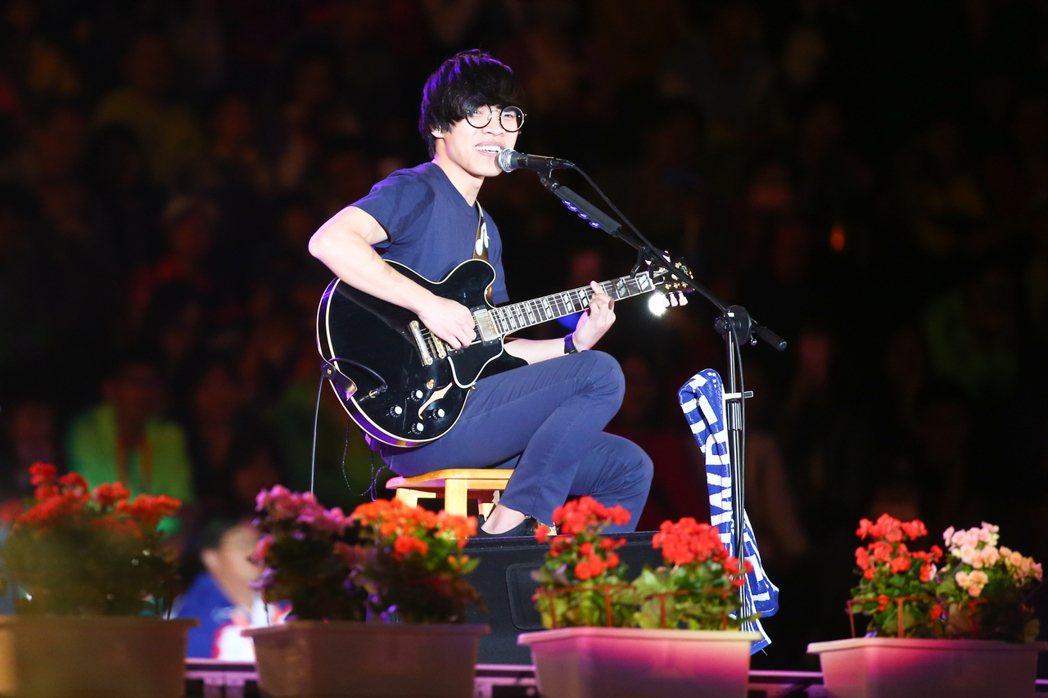 歌手盧廣仲晚間在全運會宜蘭之夜開唱。記者王騰毅/攝影