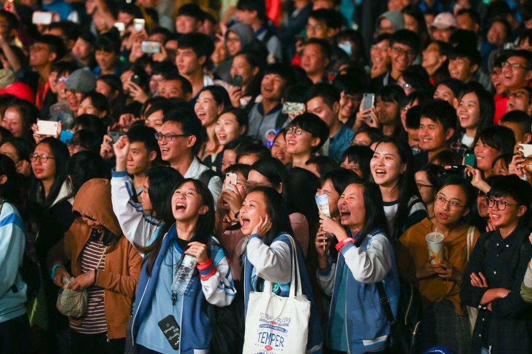 全運會宜蘭之夜,不少宜蘭的民眾到場享受音樂盛宴。記者王騰毅/攝影
