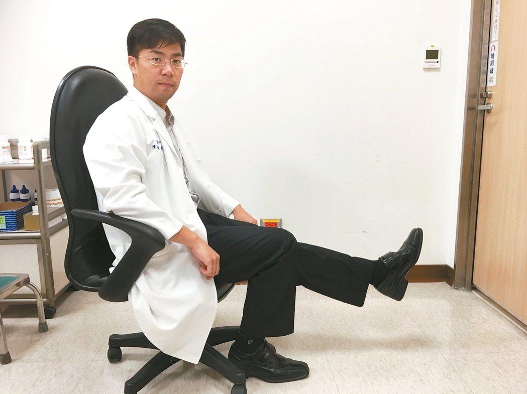 訓練下肢肌力:坐在椅子上,腳離地伸直(圖)或是準備穩固的小凳子,做上下台階動作。...