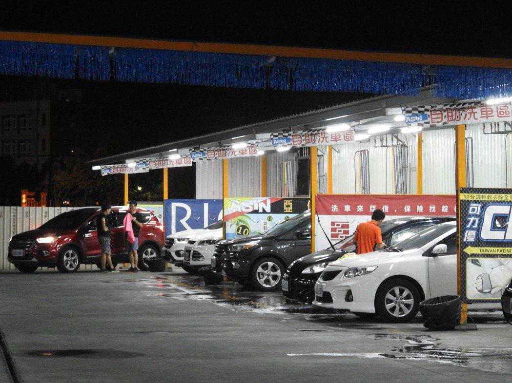 洗車不必自己動手,但車子的稅務一定要親自搞懂。 報系資料照