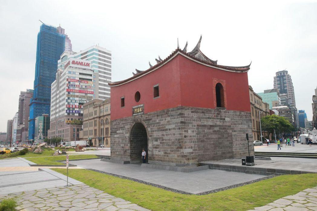 捷運站人潮向來為影響店面身價的主要因素,台北捷運108個捷運站,有42個站連續三...