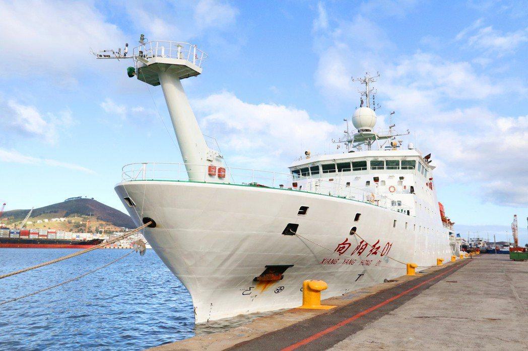 向陽紅01是現代化海洋綜合科考船,能滿足深海海洋科學多學科交叉研究需求。(新華社...