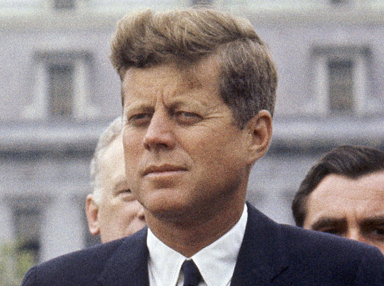 甘迺迪總統1963年4月在白宮迎接外賓的檔案照片。(美聯社)