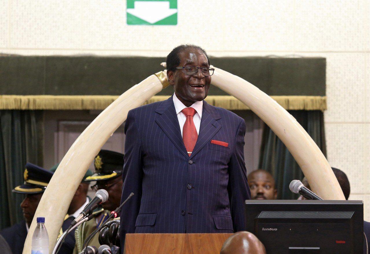 辛巴威總統穆加比身體衰弱,頻頻出國就醫,今年以來就逾10次。歐新社