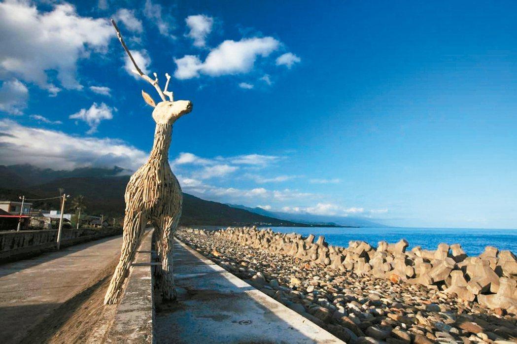 東海岸的比西里岸隨處可以族人利用各種素材、形式創作的山羊的意象。 報系資料照