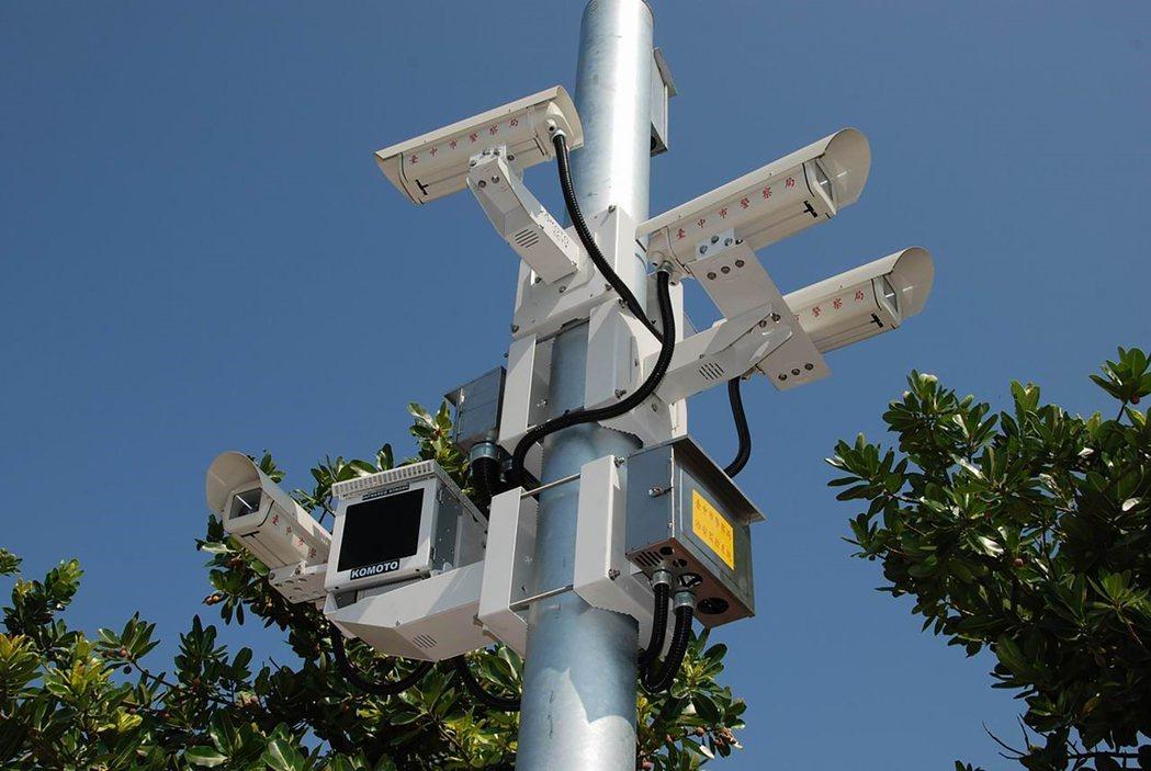 台中市政府警察局建置錄影監視系統,截至今年9月共計有5925組、2萬4909支鏡...
