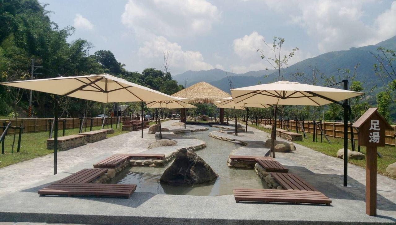高雄六龜寶來花賞溫泉公園的「足湯」。圖/高雄市觀光局提供