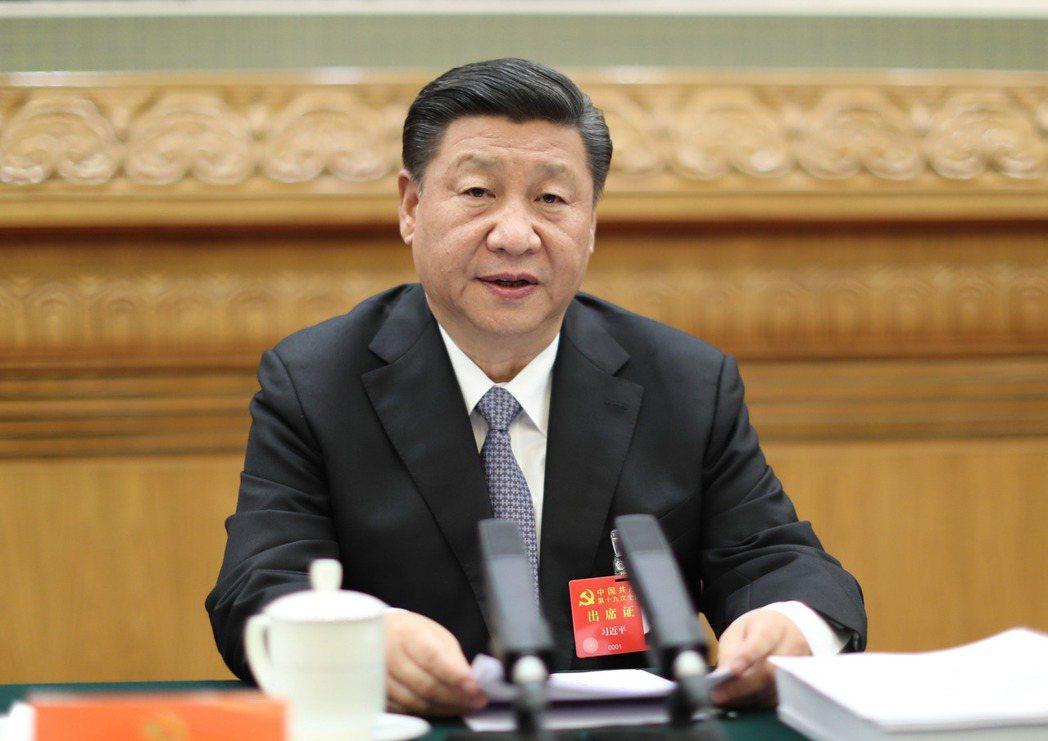 中國共產黨第十九次全國代表大會主席團在北京人民大會堂舉行第二次會議。習近平主持會...