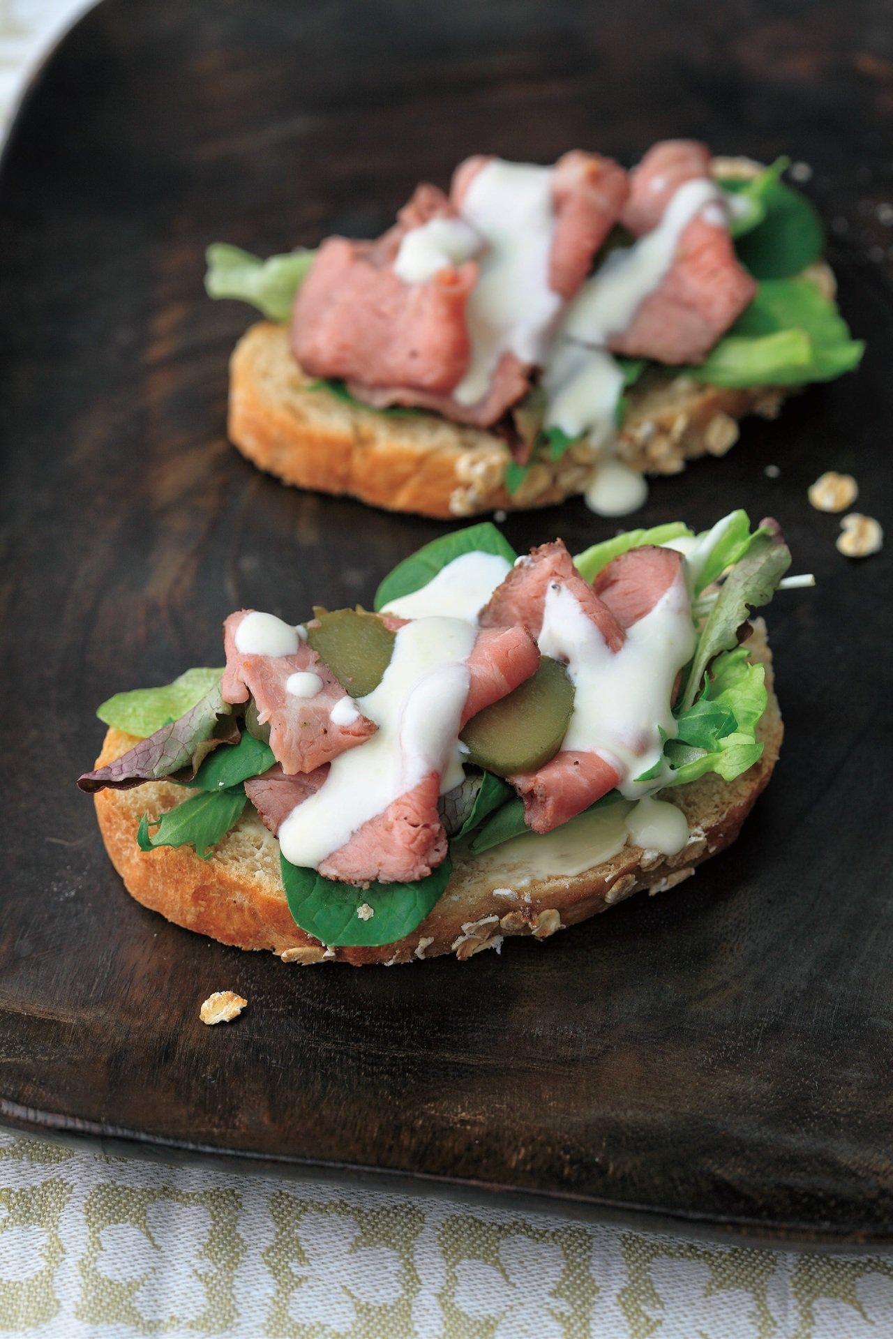 烤牛肉外餡三明治。圖/商周提供