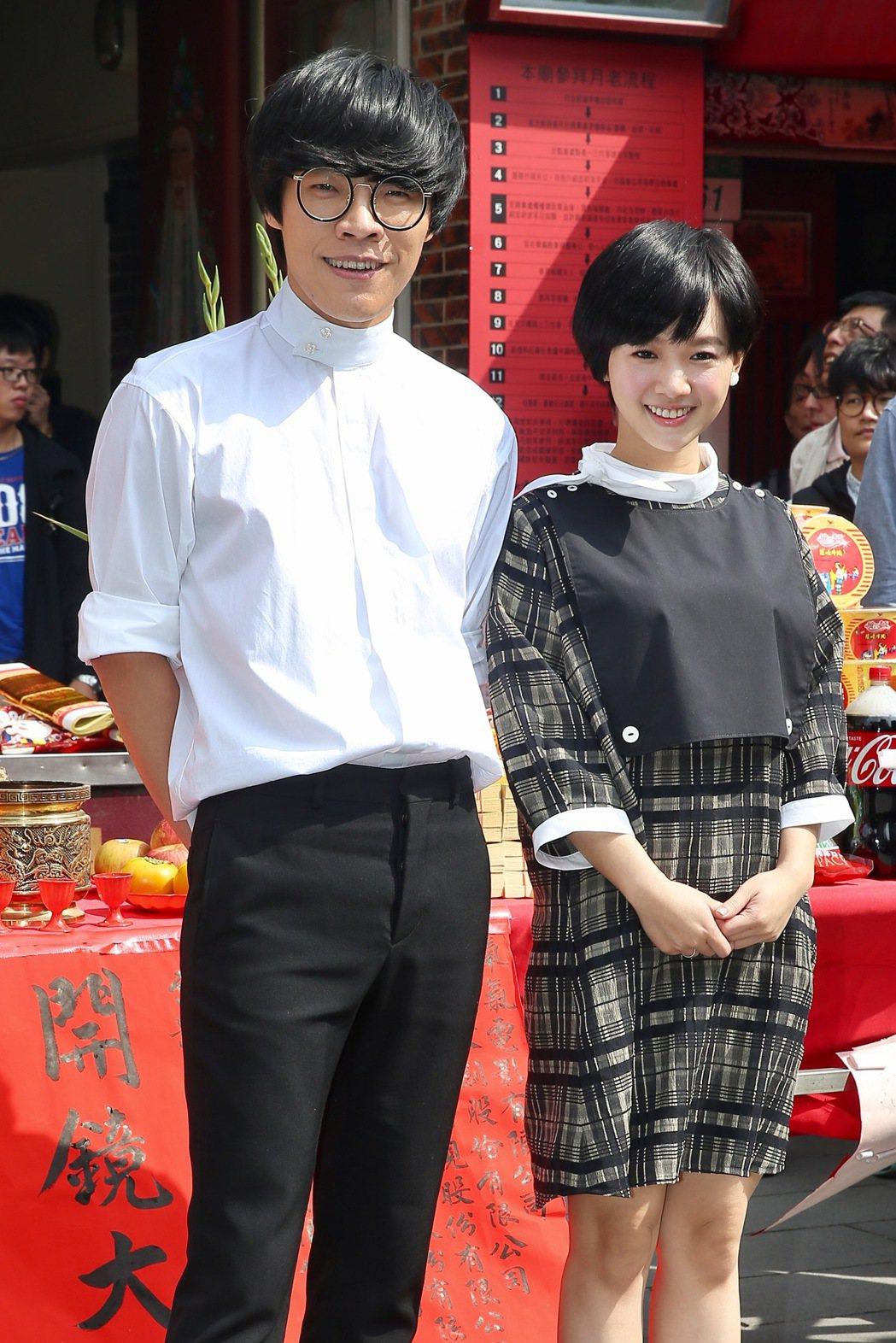 電影「花甲大人轉男孩」舉行開鏡記者會,盧廣仲(左)與嚴正嵐(右)出席。記者林伯東...