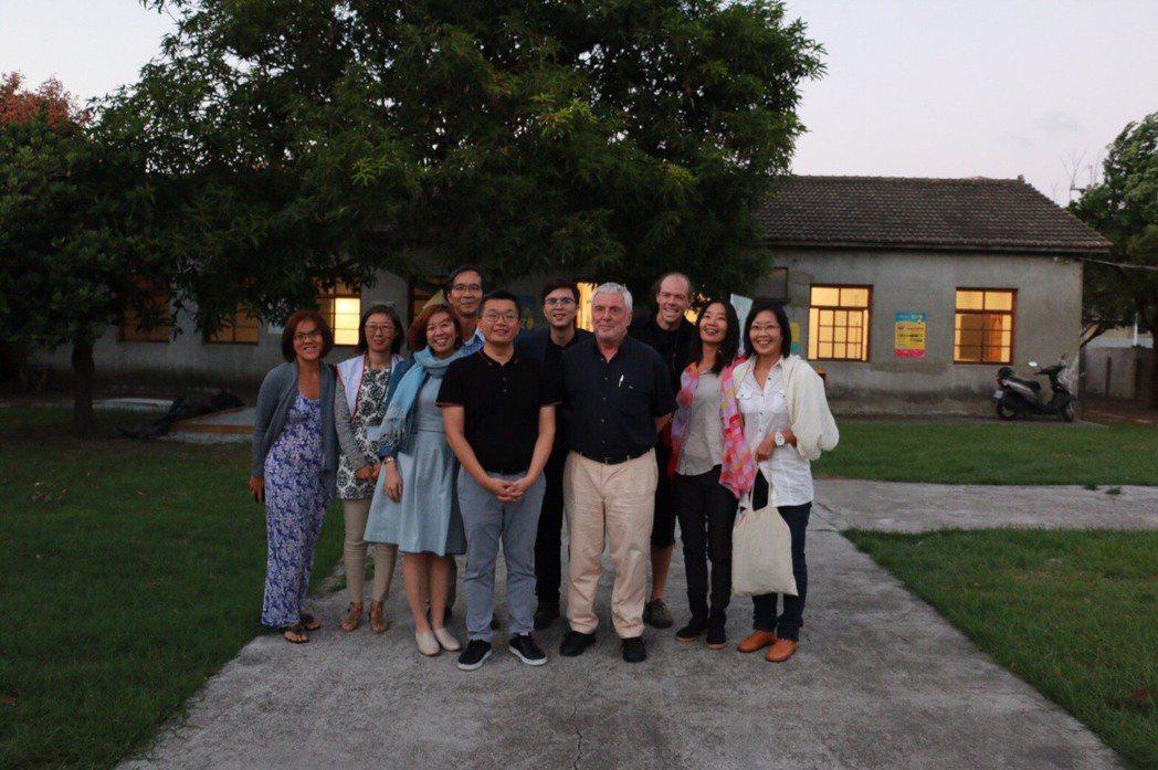 德國盧爾工業區博物館創館館長Dr. Ulrich Borsdorf(前排右)和立...