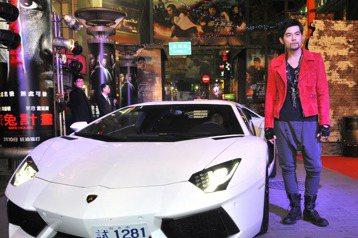 演藝圈跑車愛好魔人數不完,台灣代表人物一定是從10歲就一直是車迷的林志穎,他不僅搜集10餘輛總價值近5億的名車,更考取賽車選手職業級證照;而香港代表人物必定為擁有12輛超跑的郭富城。事實上,在台灣擁...