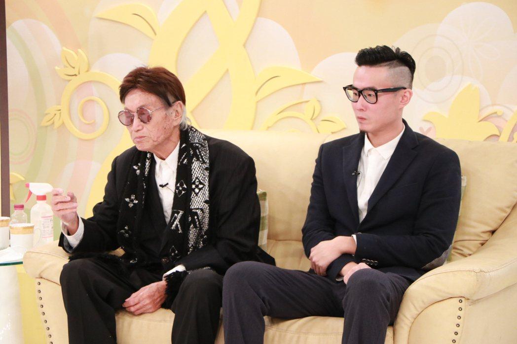 資深體育主播傅達仁(左)與兒子傅俊豪一同錄中視「樂活有方」。圖/中視提供