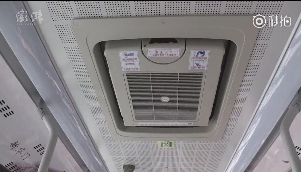 公交車上的PM2.5自動過濾淨化系統。(視頻截圖)