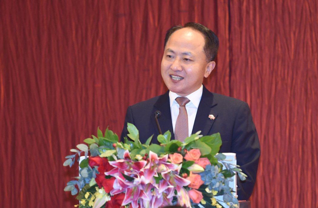 中央政府駐港聯絡辦主任王志民表示,香港應該以更宏大的視野審視國家與香港的今天,謀...