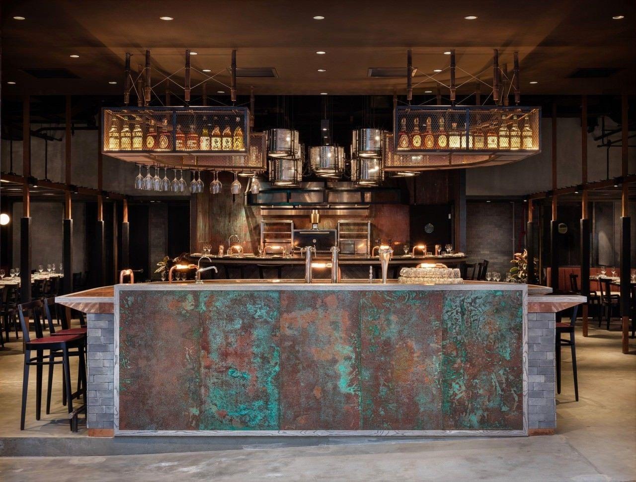 酒牌局成員羅揚傑妻子經營的RHODA餐廳,去年底被控無牌經營,早前獲續牌後,羅被...