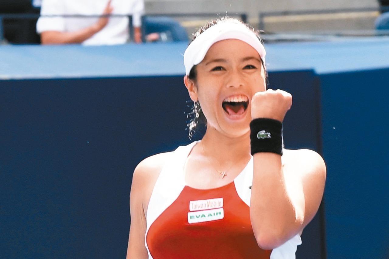 詹詠然的女雙排名正式登上世界第一,成為史上第二位台灣球后。 報系資料照