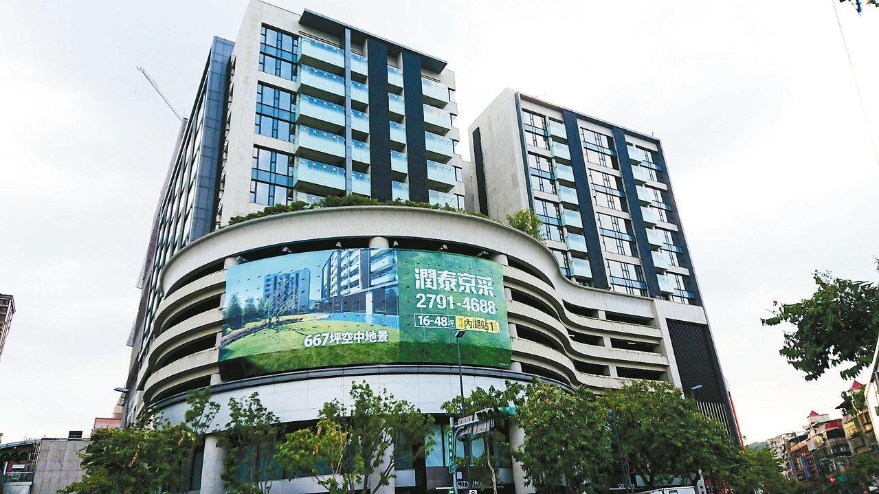 北市府與潤泰聯合開發的捷運內湖站聯開大樓,已在去年拿到使照,其中8至15樓登記為...
