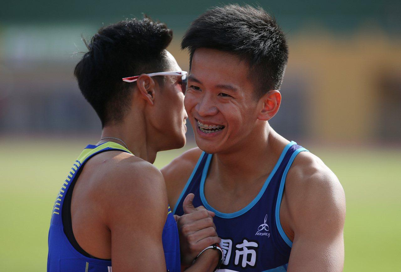 106年全國運動會23日在宜蘭運動公園田徑場進行男子組400公尺決賽,代表桃園市...