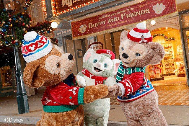 迪士尼小熊Duffy及好友已經準備好聖誕新裝, 一起參加聖誕舞會 圖/香港迪...