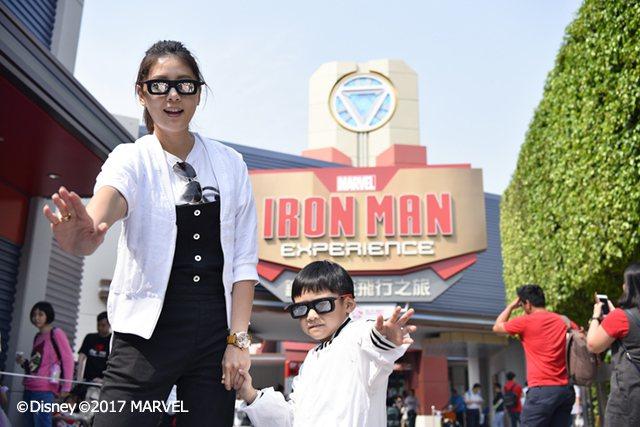入住園區內酒店就能獲得指定遊樂設施的優先入場證,包括以鋼鐵人為主題的「鐵甲奇俠飛...