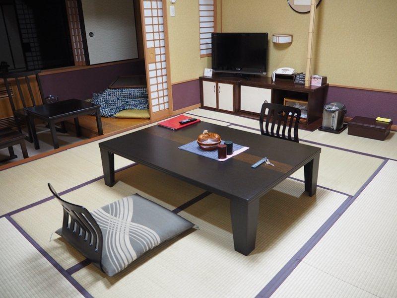 正統日式房型中設有日本冬天必不可少的暖桌。