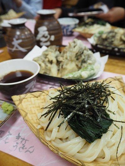 楓(竹簍烏龍麵・舞茸天婦羅套餐)¥1296/老舖大澤屋的烏龍麵搭配群馬特產特大號...